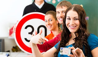 Online scheduling softwarefor driving classes and practice drives
